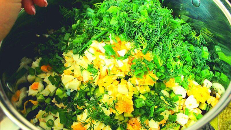 Ингредиенты для свекольника и зелень