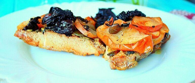 Мясо с черносливом в духовке.
