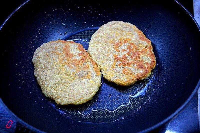 Сырные лепешки на сковороде