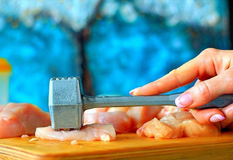 Процесс отбивки мяса
